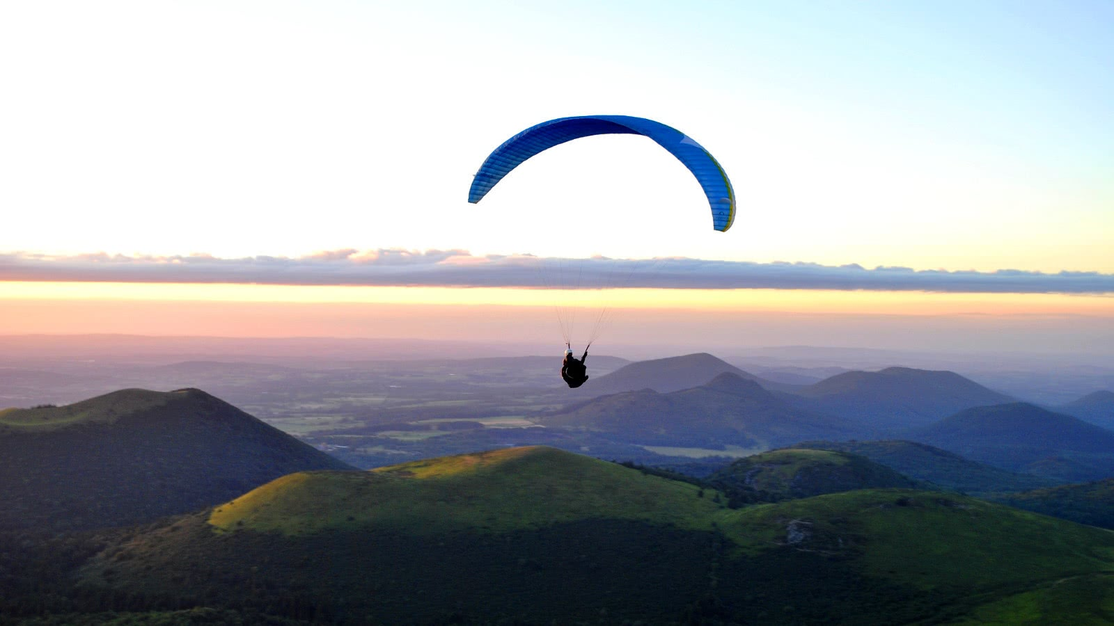 Image result for paragliding clermont ferrand