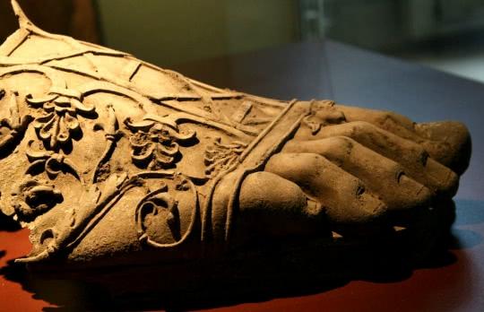 Pied, vestige archéologique