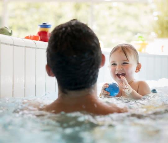 Royatonic_bébé dans l'eau