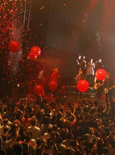 europavox_coopé_concert_balons_rouges(3)© Ville de Clermont-Ferrand - Service Communication - D.Massacrier_verticale