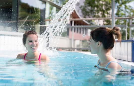 Royatonic_Bains exterieur filles