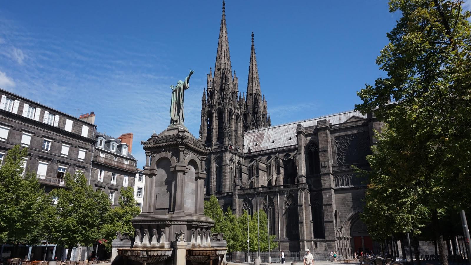 © Place de la Victoire