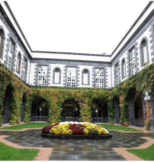 Patio de l'Hôtel de Ville