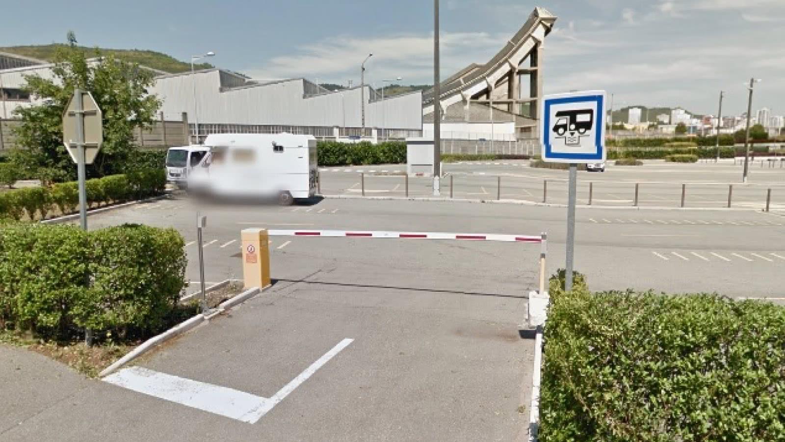 © Aire de services et de stationnement des pistes
