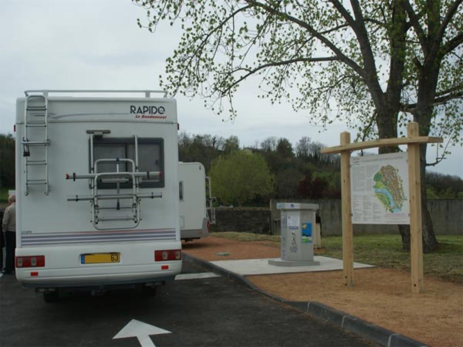 Aire de services pour camping cars de pont du ch teau for Salon du camping car clermont ferrand