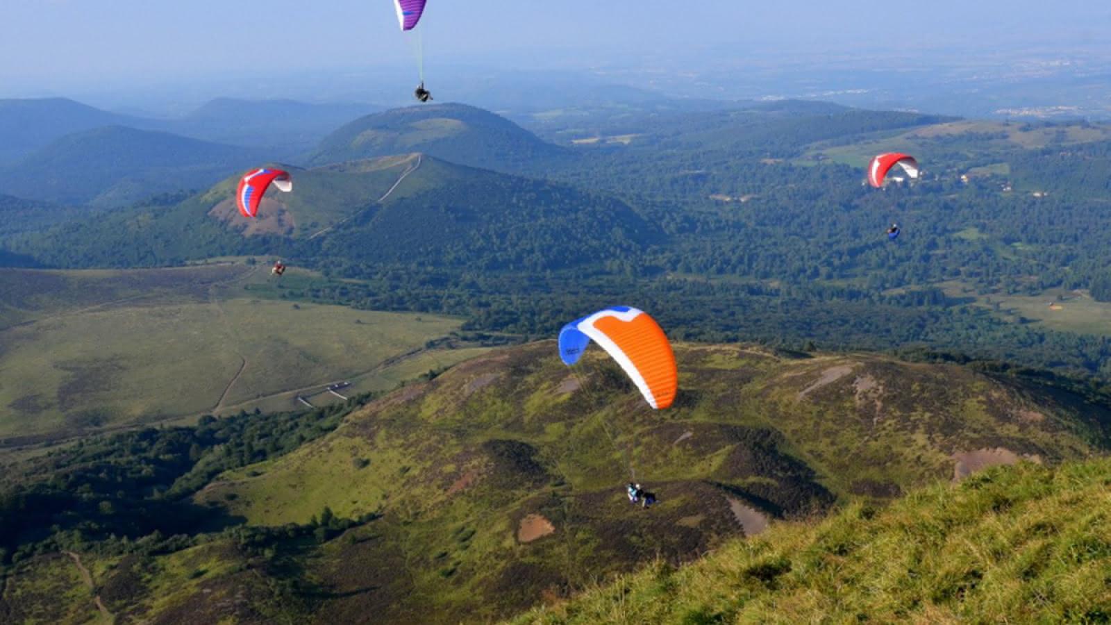 Vol au-dessus des volcans d'Auvergne
