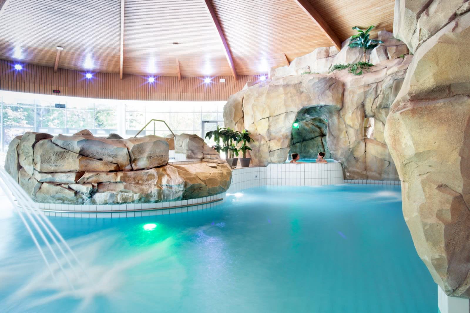 royatonic bains clermont auvergne tourisme. Black Bedroom Furniture Sets. Home Design Ideas