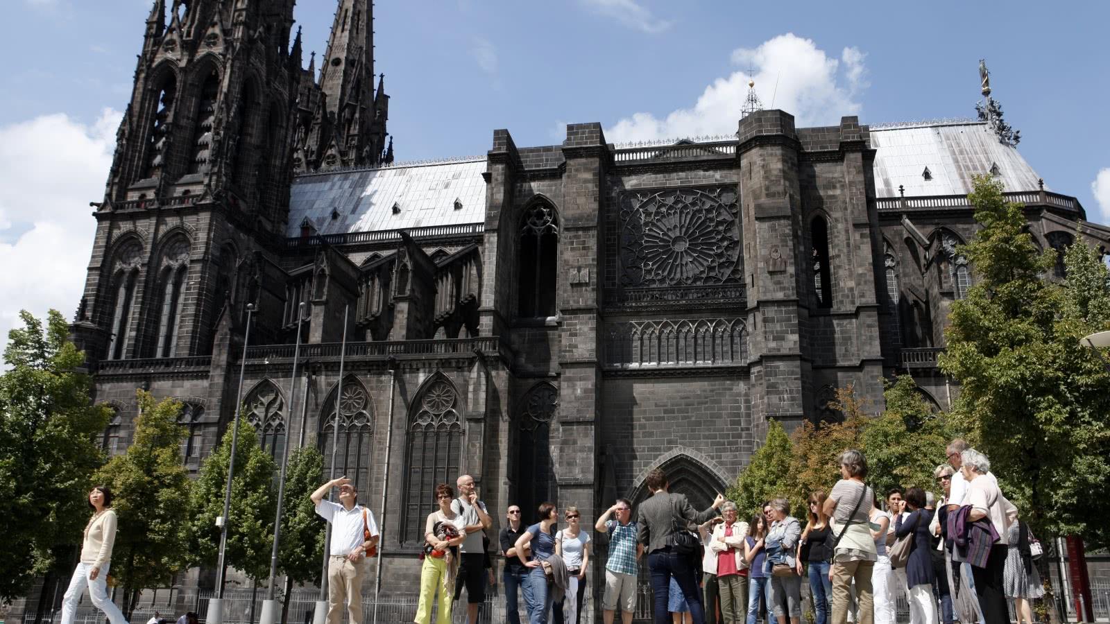 L 39 glise saint gen s les carmes clermont auvergne tourisme - Office de tourisme de clermont ferrand ...
