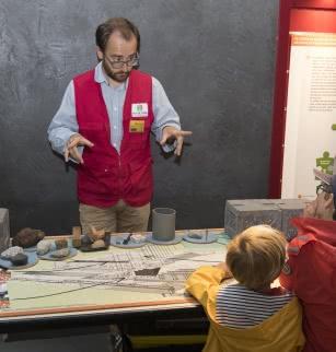 Journées départementales de l'Archéologie au puy de Dôme : Atelier jeune public (9-14 ans) : Construit ta maquette du temple de Mercure à l'époque des gallo-romains
