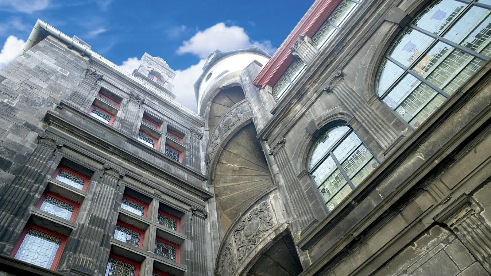 """© Hôtel Fontfreyde : Visite atypique de l'exposition """"Contre-histoire"""""""