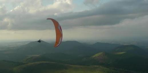Flying puy de dôme vols en parapente