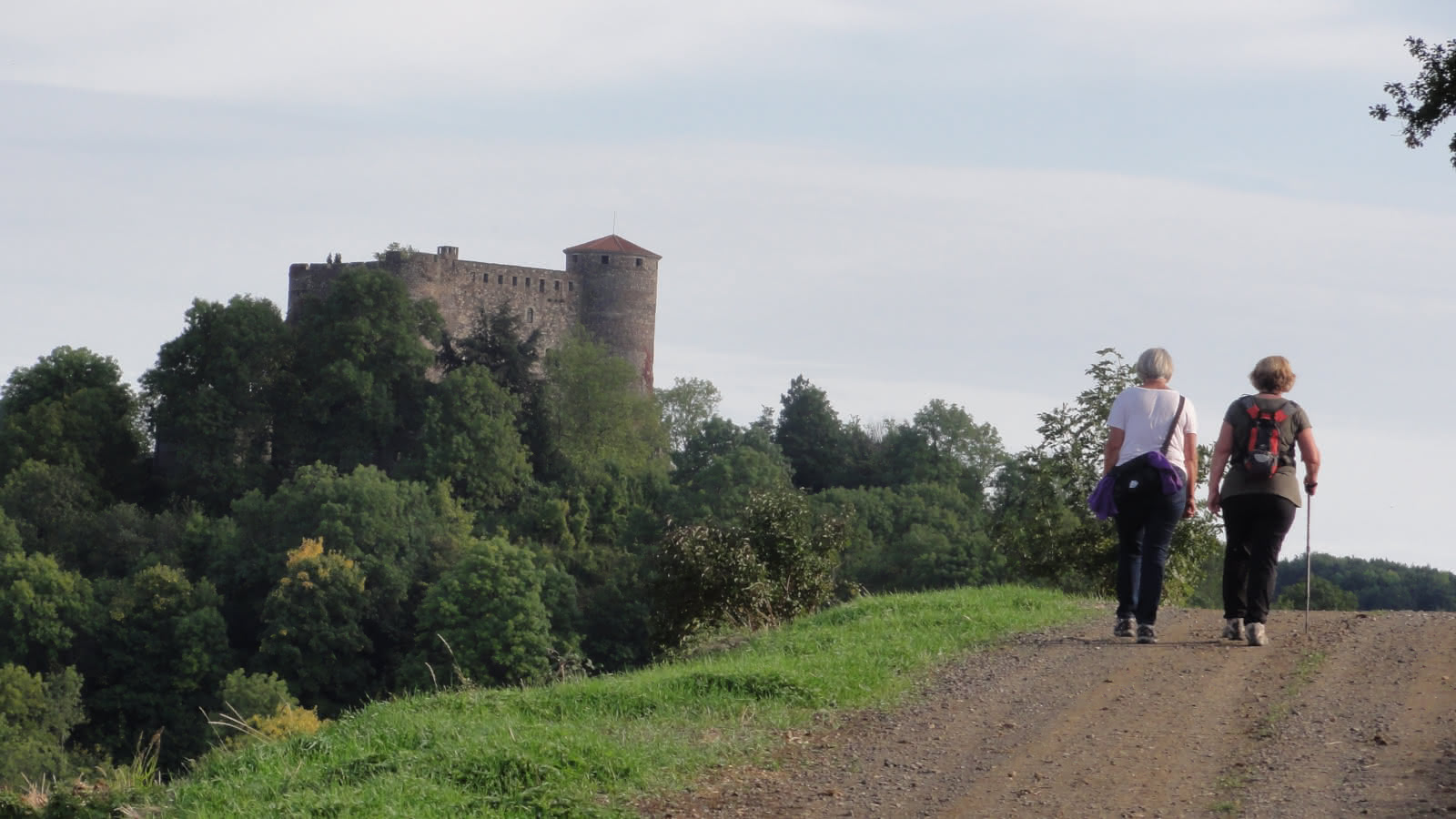 © Promenade du jeudi : Villages et buttes volcaniques des côteaux du Val d'Allier