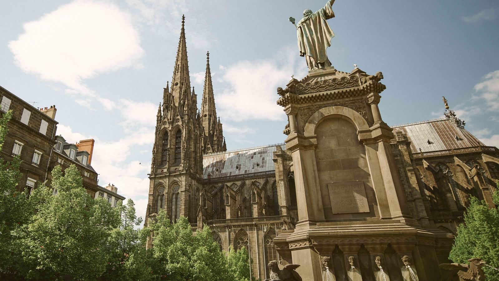 © La cathédrale : l'œuvre des bâtisseurs de beauté