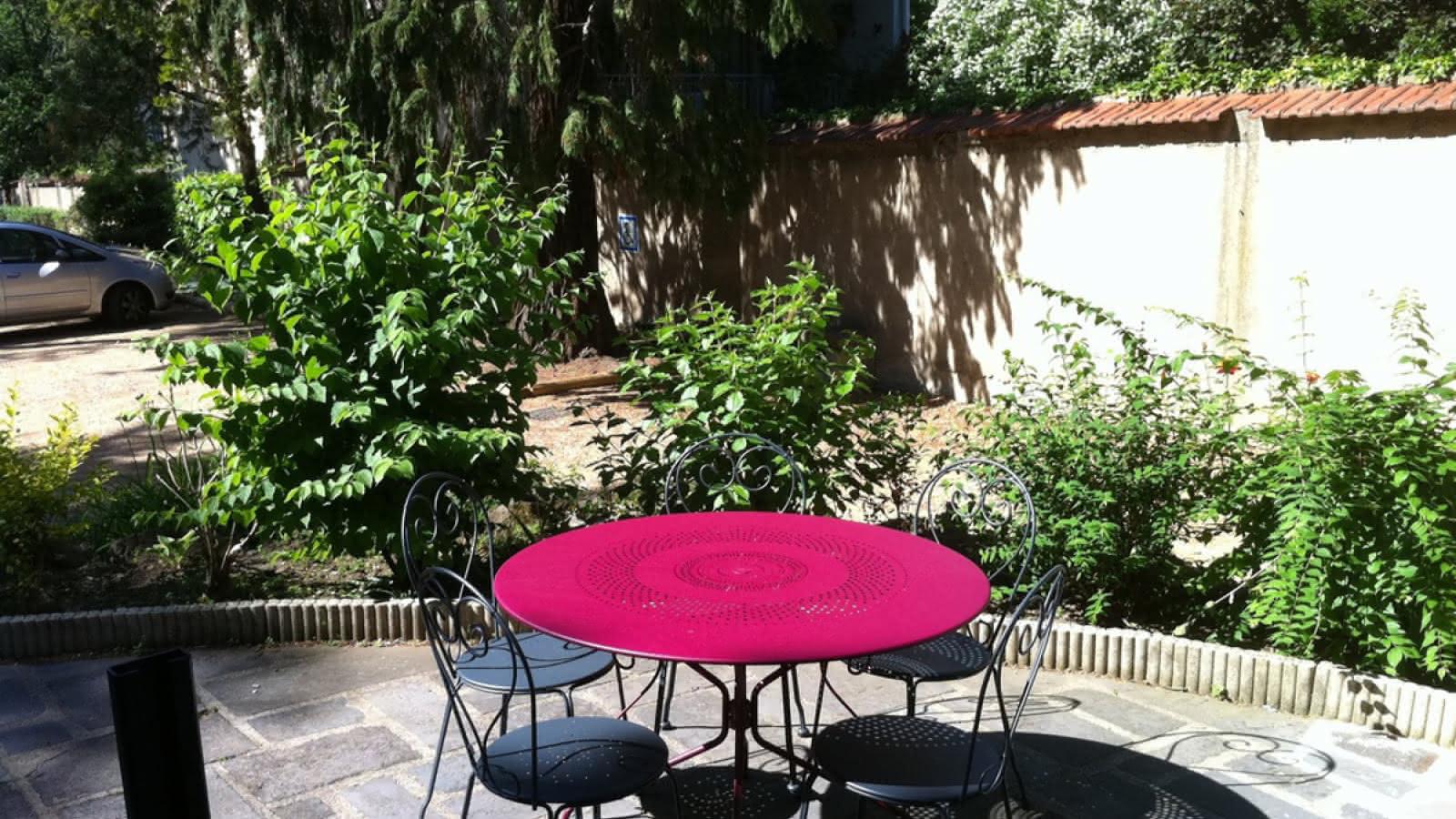 © Locations meublés Chalet Camille jardin