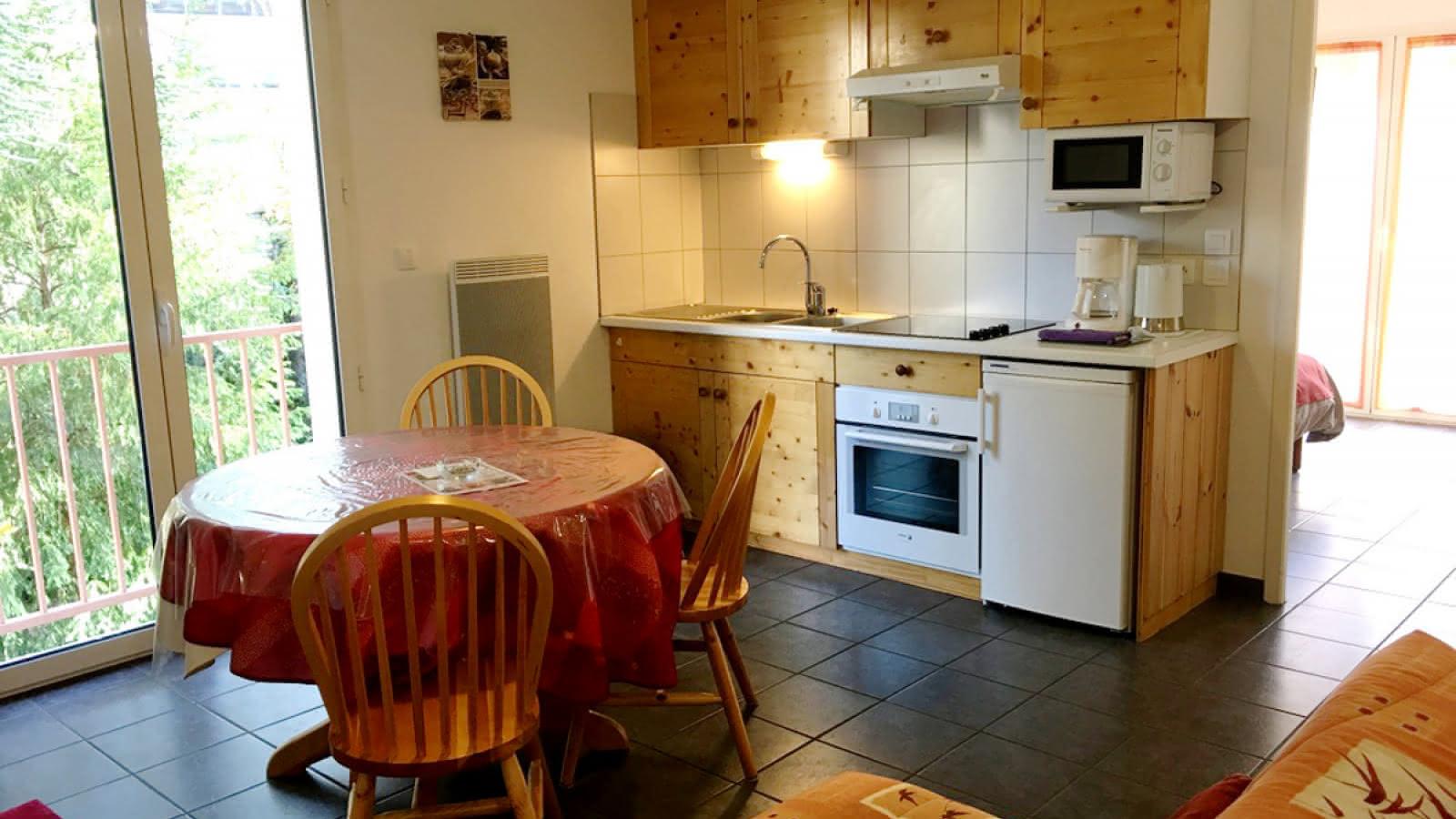 © Location meublé Chalet Camille appartement 15 salon