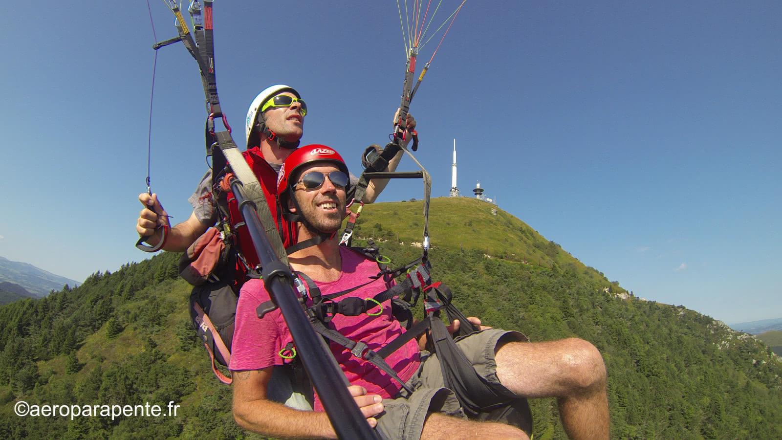 © Aéroparapente Gleitschirmfliegen - Flüge zur Spitze von Puy de Dôme
