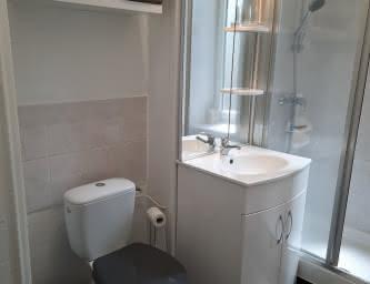 Salle de bain - Meublé Esbelin