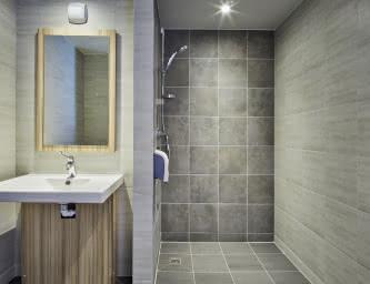 Salle de bain - Hôtel Première classe - Clermont-Fd Centre