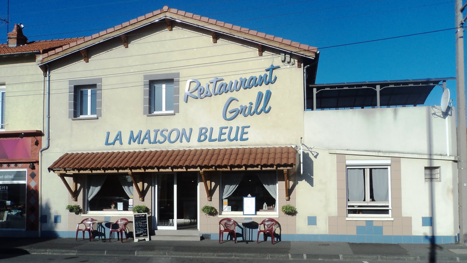 © Façade - Restaurant - La maison bleue